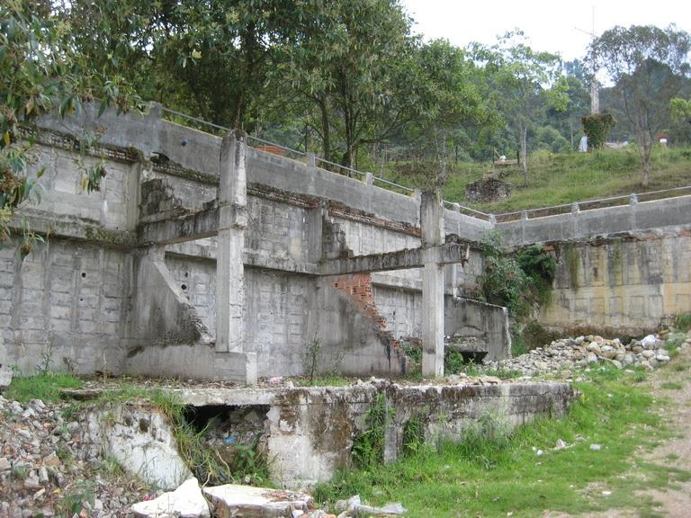 Подробно о тюрьме Пабло Эскобара - Ла катедраль