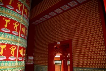Buddha Tooth relic Temple - тысячи статуэток ...