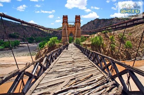 Мост на бурными водами