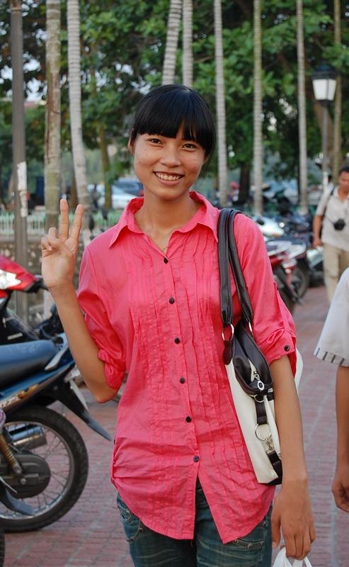 ...не смогла подойти поближе к ней. еще Вьетнамские девушки. из Ханоя.