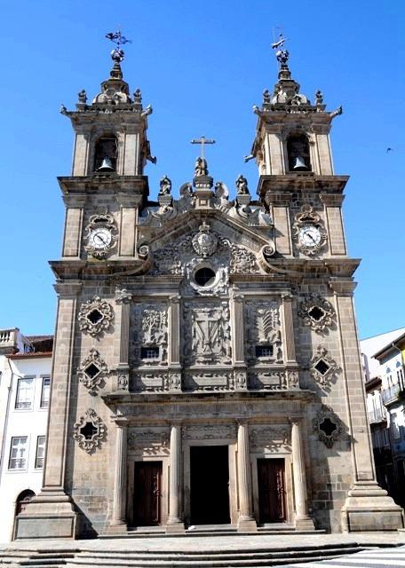 http://foto.awd.ru/data/media/78/Igreja_de_Santa_Cruz.jpg