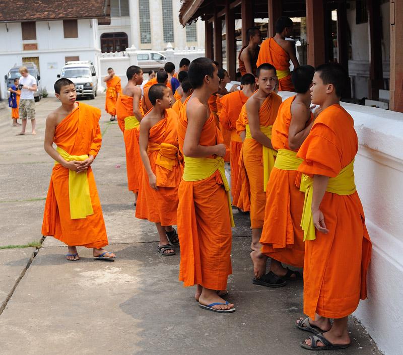 Смотреть порно монахи он бежит из монастыря